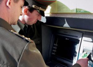 Нужно ли платить зарплату работнику, проходящему военные сборы?